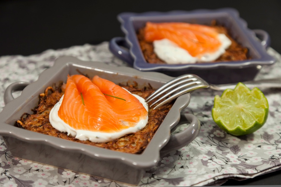 Röstis with salmon and creme fraiche